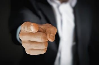 Der Fingerzeig eines Geschäftsmanns.