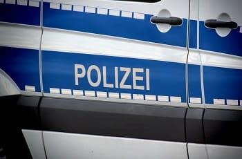 Die Außentür eines Polizeiwagens.