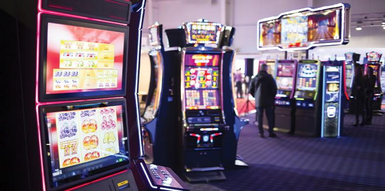 Mesin slot di arcade hiburan.