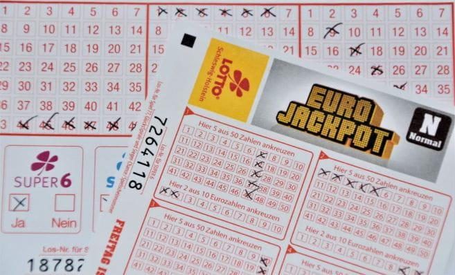 Ausgefüller Eurojackpot Zettel als erster Schritt für die Chance auf den Lotto-Gewinn.