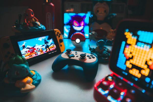 Verschiedene Pokémon-Spiele auf Konsolen.