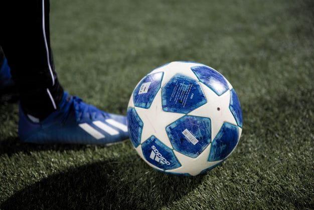 UEFA Spielball als Symbol für den neuen ECL Wettbewerb.