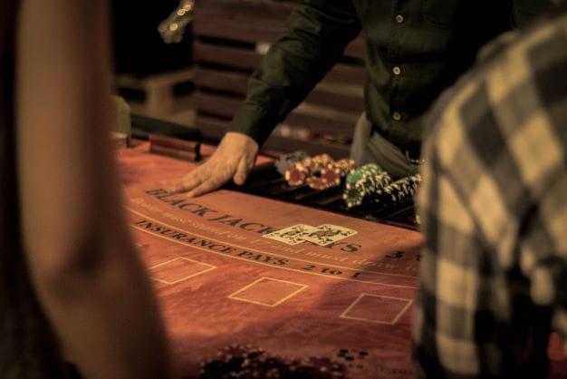 Casino Mitarbeiter als Symbol für die Arbeitskräfte von Spielotheken.
