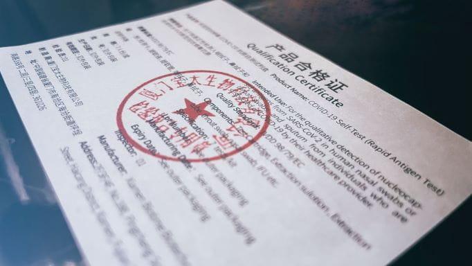 Gestempelter Lizenz Zettel, welcher eine Genehmigung erteilt.